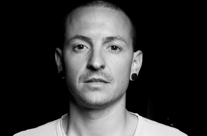 05-bw-chester-bennington-performs-2017-billboard-1548.jpg